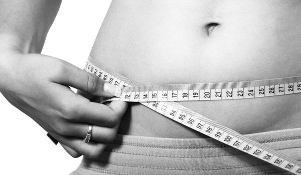 Fitnesstraining und Ernährung für Fettabbau beachten