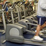 Mit Crosstrainer Kalorienverbrauch steigern