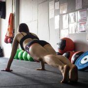 Die besten Fitnessübungen ohne Gewichte für Zuhause