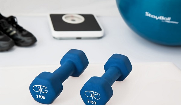 Online Fitness-Kurs zum Abnehmen nutzen