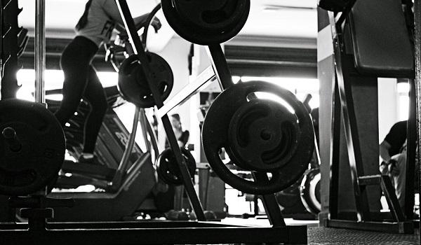 Übersicht die wichtigsten Übungen im Fitnessstudio