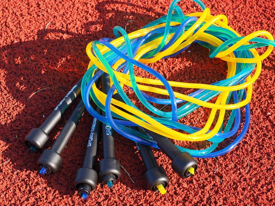 Kunststoffseile für schnelles Seilspringen nutzen