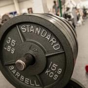 Straffe Arme mit einfachen Fitnessübungen