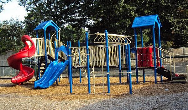 Spielplätze für Fitnesstraining nutzen