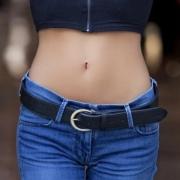 Gezielt Bauchfett bekämpfen mit Ernährung und Training